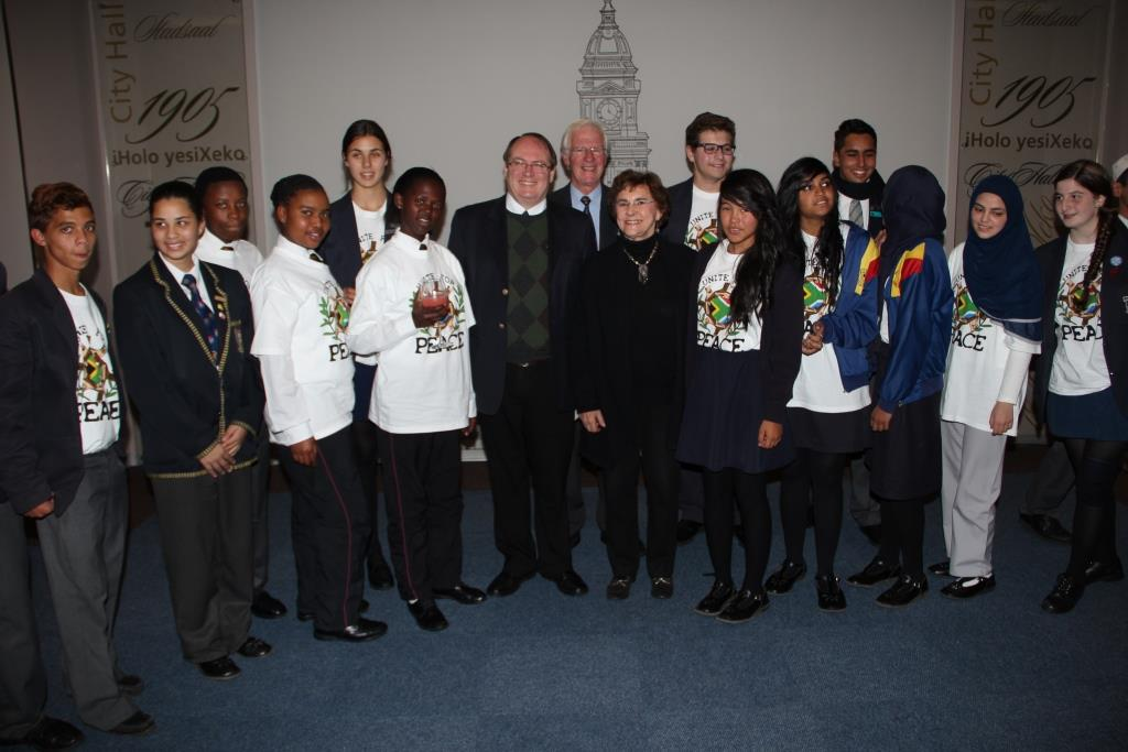 Learners from the 2013 Programme with Deputy Mayor Ian Neilson, CTII Chair Gordon Oliver, and Mrs Marlene Silbert