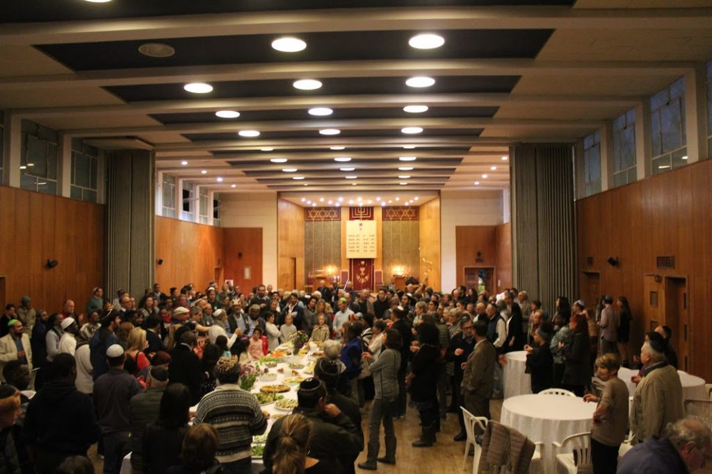 A huge turn out for the Shabbat Chessed Ramadan Iftar at Temple Israel in Wynberg